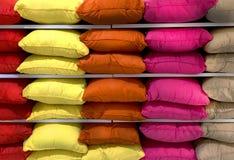 Almohadas mullidas coloridas Foto de archivo