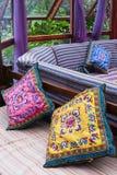 Almohadilla y sofá Imagenes de archivo