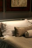 Almohadillas en una cama Imagen de archivo