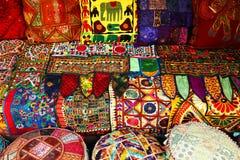 Almohadillas y alfombras indias Imagen de archivo libre de regalías