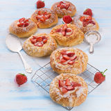 Almond cakes with vanilla and strawberries Royalty Free Stock Photography