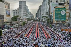 Alms-giving ceremony in Bangkok Royalty Free Stock Images