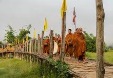 Almsgiving buddista di mattina in Tailandia Fotografie Stock