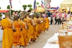 Almsgiving in Tailandia Immagini Stock