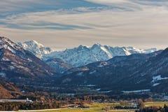 Almtal dolina, Austria dni w Almtal dolinie z pogodnymi widokami duzi ciężary Gebirge - zeszłej zimy fotografia stock