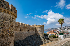 Almuñécar Almunecar城堡看法在一美好的天 免版税图库摄影