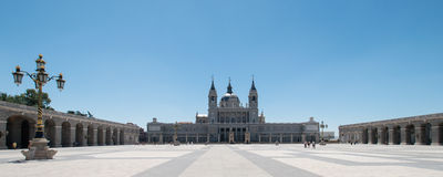 Almudena大教堂在马德里 免版税图库摄影