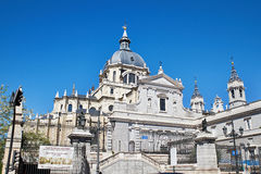 Almudena大教堂是宽容大教堂在马德里,西班牙 免版税库存图片