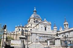 Almudena Cathedral är den katolska domkyrkan i Madrid, Spanien Royaltyfri Bild