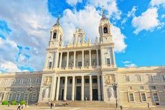 Almudena Cathedral Catedral de Santa Maria la Verklig de la Almude Arkivfoton