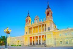 Almudena Cathedral Catedral de Santa Maria la Verklig de la Almude Royaltyfri Bild