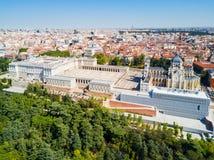 Almudena Cathedral et Royal Palace de Madrid au centre de la ville de Madrid, Espagne photos libres de droits