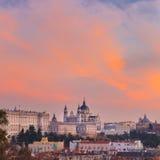 Almudena Cathedral och Royal Palace i Madrid, Spanien Royaltyfria Bilder