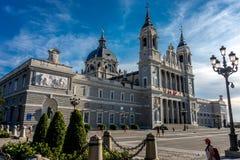 Almudena Cathedral osservato dal Nord a Madrid, Spagna, Europ Fotografia Stock