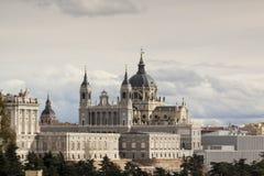 Almudena Cathedral, Royal Palace en Madrid españa Imagen de archivo