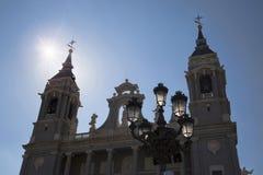 Almudena Cathedral un giorno soleggiato luminoso Fotografie Stock
