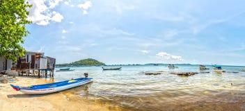 Almuerce en un pueblo pesquero de la playa de Phu Quoc, Vietnam imagenes de archivo