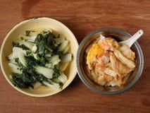 Almuerzo chino Chee Cheong Fun y bok choy Foto de archivo libre de regalías