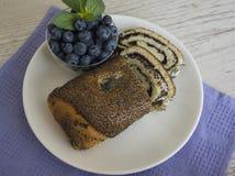 Almuerzo con las semillas de amapola milhojas y arándano Foto de archivo