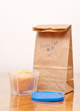Almuerzo de escuela de los cabritos imagen de archivo libre de regalías