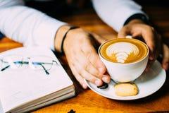 Almuerzo de negocios en un café imágenes de archivo libres de regalías