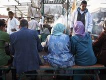 Almuerzo en el cuadrado del EL-Fna de Jemaa Imagen de archivo