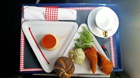 Almuerzo en la clase de negocios a bordo de los aviones Fotografía de archivo