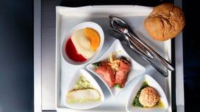 Almuerzo en la clase de negocios a bordo de los aviones Fotos de archivo