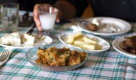 Almuerzo griego en casa Foto de archivo libre de regalías