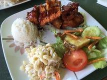 Almuerzo hawaiano de la placa Imagen de archivo libre de regalías