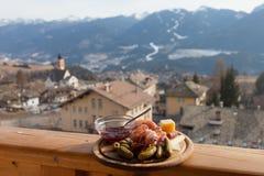 Almuerzo italiano de la montaña tradicional, valle de Fiemme, Trentino, AIE Foto de archivo libre de regalías