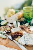 Almuerzo romántico con el vidrio verde Foto de archivo