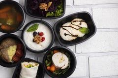 Almuerzos de Businnes de la sopa y de las chuletas, verduras hervidas, carne cocida al vapor, comida de Pho BO del asin foto de archivo