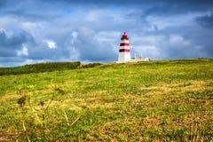 Alnes fyr på den Godoya ön nära Alesund, den mest härliga staden i den västra kusten av Norge arkivfoton
