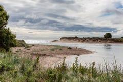 ALNMOUTH, NORTHUMBERLAND/UK - 17 ΑΥΓΟΎΣΤΟΥ: Φυσική άποψη του ποταμού Στοκ φωτογραφία με δικαίωμα ελεύθερης χρήσης