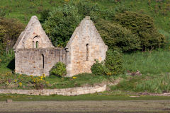 ALNMOUTH, NORTHUMBERLAND/UK - 18 AGOSTO: Cappella abbandonata a Aln Immagini Stock Libere da Diritti
