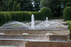 ALNWICK, NORTHUMBERLAND/UK - 19 AGOSTO: Caratteristica dell'acqua in Alnwic Immagini Stock