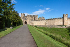 ALNWICK, NORTHUMBERLAND/UK - 19 AGOSTO: Vista del castello in A Immagine Stock