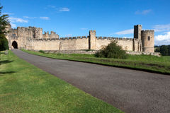 ALNWICK, NORTHUMBERLAND/UK - 19 AGOSTO: Vista del castello in A Fotografia Stock