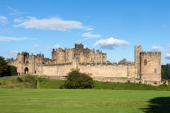 ALNWICK, NORTHUMBERLAND/UK - AUGUST 19 : View of the Castle in A Royalty Free Stock Photo