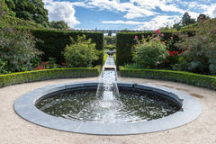 ALNWICK, NORTHUMBERLAND/UK - 19 AUGUSTUS: Watereigenschap in Alnwic royalty-vrije stock afbeeldingen