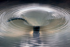 ALNWICK, NORTHUMBERLAND/UK - 19 AUGUSTUS: Watereigenschap in Alnwic Stock Afbeeldingen