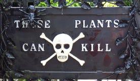 Alnwick-Schloss-Garten - vergiften Sie Gartenzeichen, am 2. August 2016 - in der englischen Grafschaft von Northumberland stockfotos