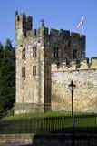 Alnwick slott i Northumberland - England Royaltyfria Bilder