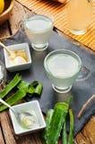Aloe vera della bevanda e miele Fotografie Stock