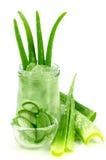 Aloe Vera Gel ed aloe tagliato Vera Leaves Immagine Stock