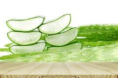 Aloe Vera Leaves Background della fetta con le gocce di pioggia Fotografie Stock Libere da Diritti