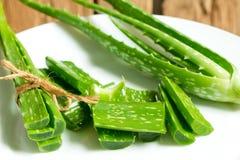 Aloe vera in piatto bianco Immagini Stock