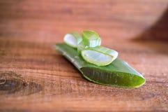 Aloe vera su fondo di legno Fotografia Stock