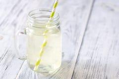 AloeVera drink i murarekrus arkivfoto